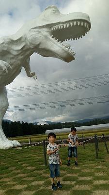 ホワイトザウルス前