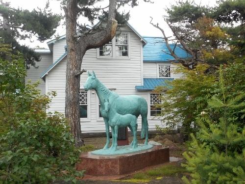 八紘学園 栗林石庭 馬の像