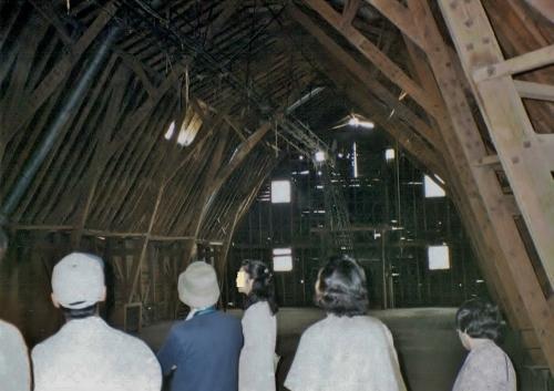 江別 旧町村農場 牛舎(内部) 1993年