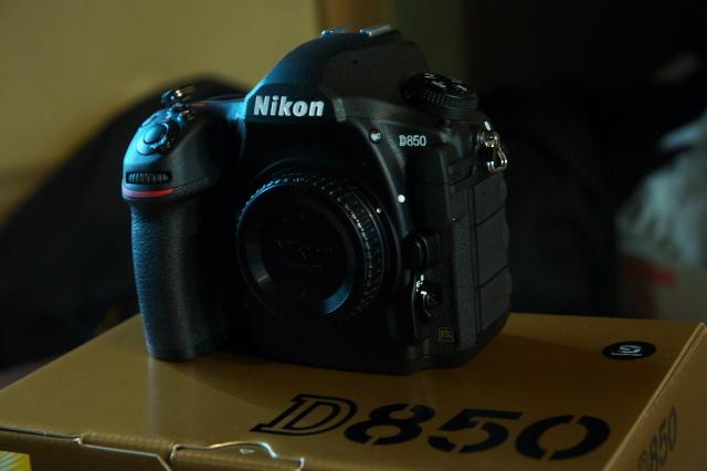 やはり。。。小さくて重くない方がいいです。Nikon D850-02