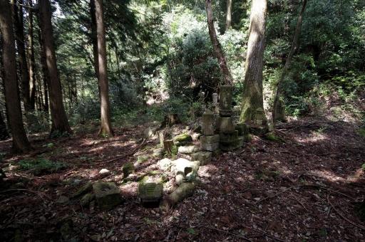 甘南備寺旧境内の墓所跡
