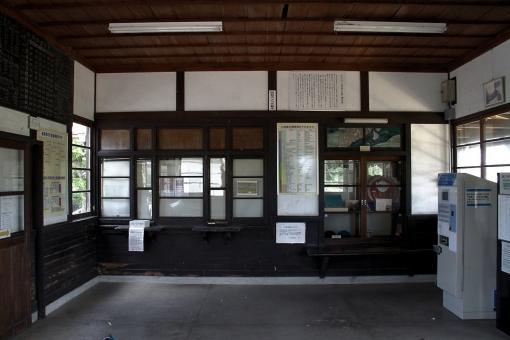 御来屋駅の元切符売り場窓口