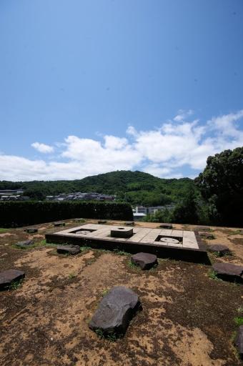 山代郷北新造院跡史跡公園からみた茶臼山