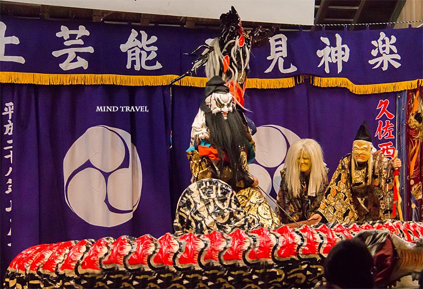 八坂神社 石見神楽 大蛇 大蛇の首を取るスサノオ