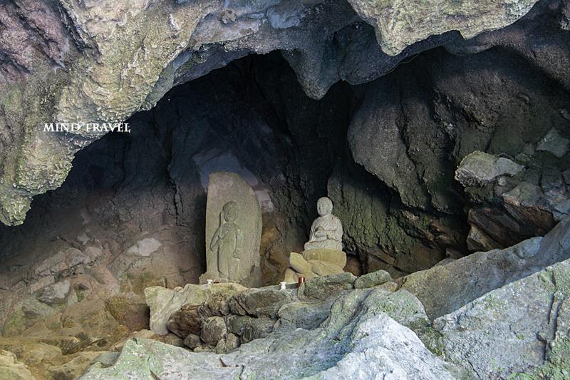 不動窟鍾乳洞 神像?