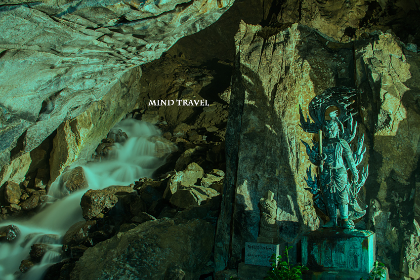 不動窟鍾乳洞 不動明王と不動の滝