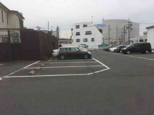 江川亭 店の裏 駐車場