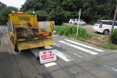 側溝浚渫、トラック