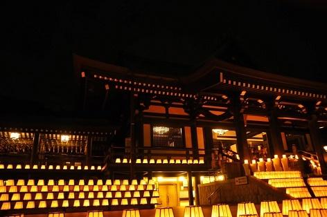 本堂と灯篭