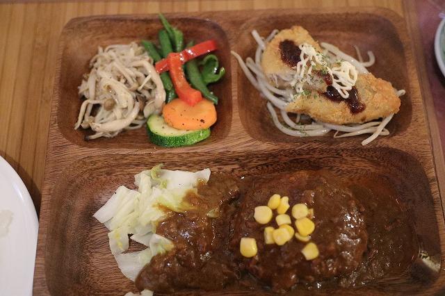 夕飯1ハンバーグ