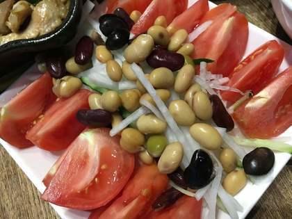 トマトとお豆のサラダ