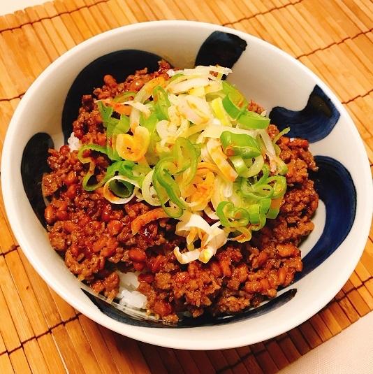 ピリ辛肉みそ隠れ納豆丼8