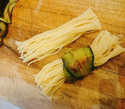 味吉陽一特製ナス巻きミートソーススパゲティ&丸井善男特製クルミ入りミートソーススパゲティ16