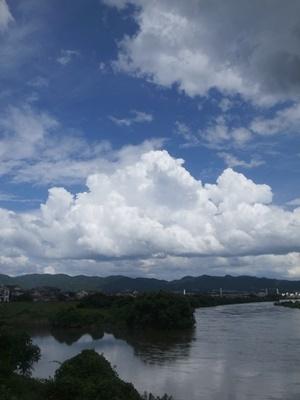 宇治川山科川と青空1807