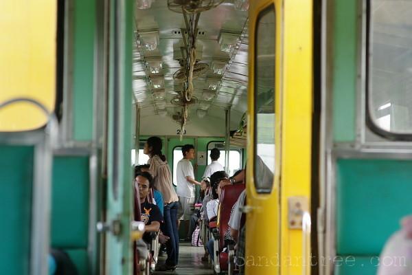 ノーンカーイ行き電車1