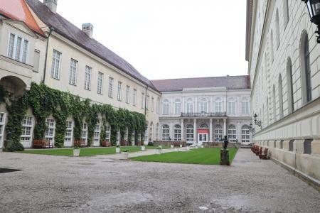 ミュンヘン観光 雨 レジデンツ1