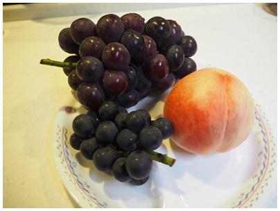 桃とぶどう1