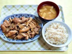 CAI_180618_5181 鶏肉とシメジのポン酢炒め・豆腐と薄揚げの味噌汁・麦入りご飯_VGA