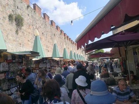 4 城壁の横を歩いてビサへ向かう