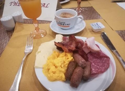 1 フィレンツェのホテルの朝食