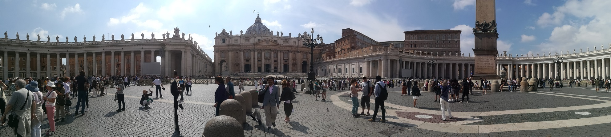 33 サンピエトロ広場 正面がサンピエトロ大聖堂
