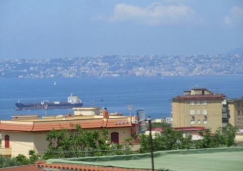 12 遠くにナポリの街が見えた