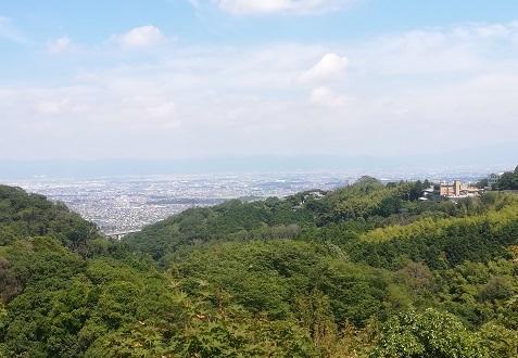 9 信貴山の本堂からの景色
