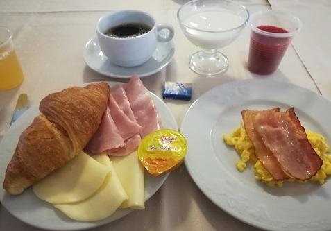 3 ホテルの朝食