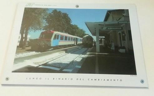 24 アルベロベッロの駅に電車が停車している写真を撮影