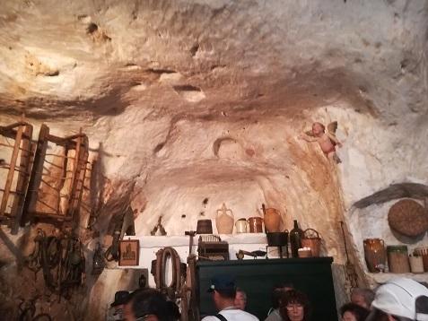 15 洞窟住宅の内部