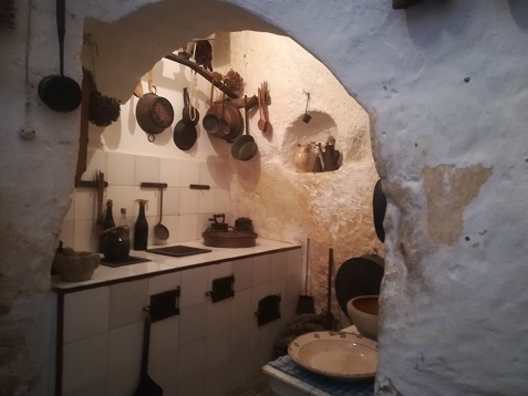 16 洞窟住宅の内部