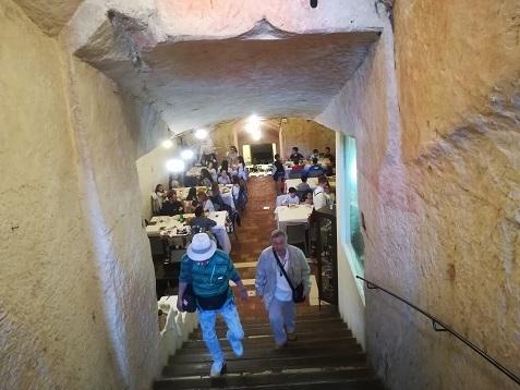 22 洞窟住宅のレストラン