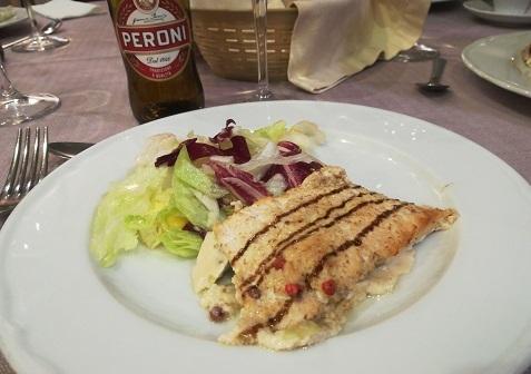 28 ナポリのホテルのレストランでの夕食