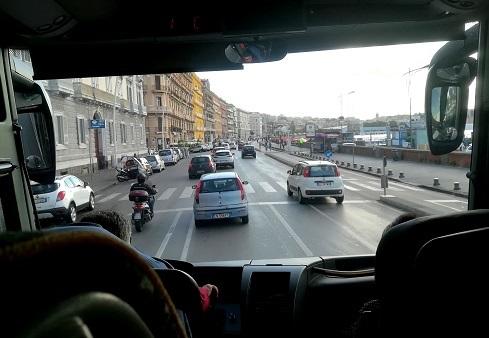 3 バスからのナポりの景色