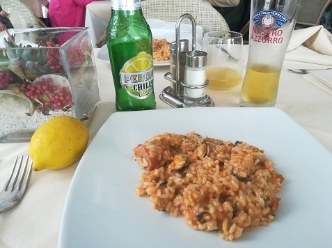 14 昼食のレストラン料理