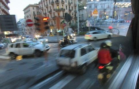 12 ナポリの街角