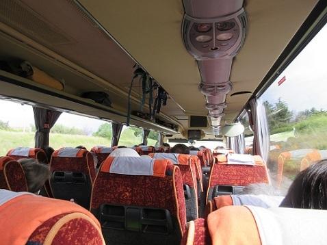 8 バスの車内