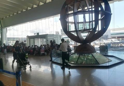 12 ローマの空港 モニュメント