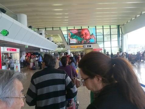 13 ローマの空港内