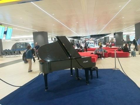 20 空港ピアノ