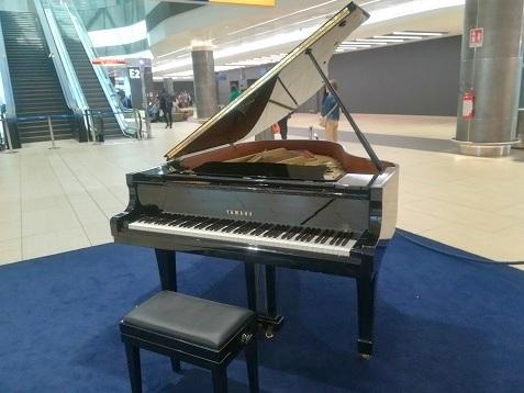 19 空港ピアノ