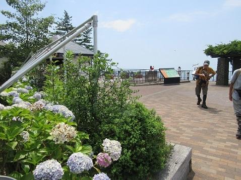 7 六甲ケーブル・頂上駅の展望テラスを出発