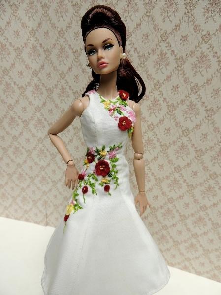 お嬢様のドレスは 一品もの~!!