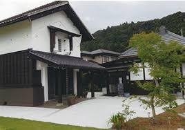気候風土に合った造りの日本家屋と倉