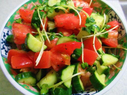 231 トマトときゅうりのサラダ(1)
