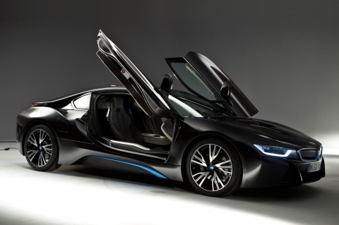 bmw-i8-jk5g-2014-BMW-i8-right-side-view-doors-open(1)