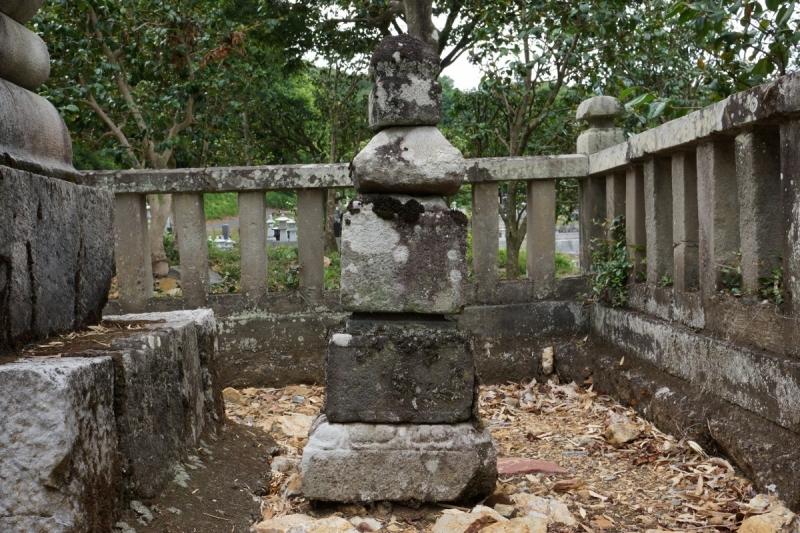 4元墓 (1200x800)