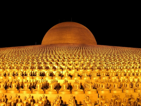 圧巻 黄金の仏像