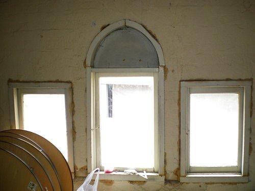 旧宣教師館・屋根裏窓