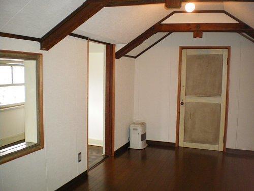 旧宣教師館・屋根裏部屋1